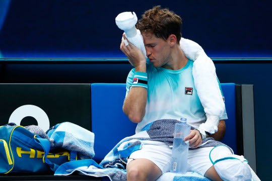 Watch Diego Schwartzman Cops A Knee To The Face From Dominic Thiem Tennis365 Com