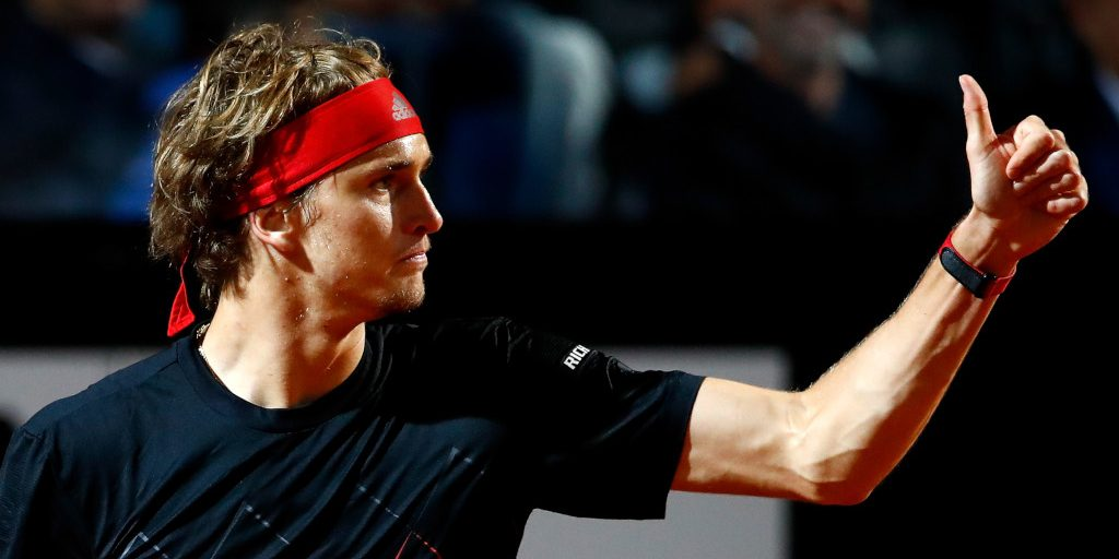 Alexander Zverev gives thumbs up