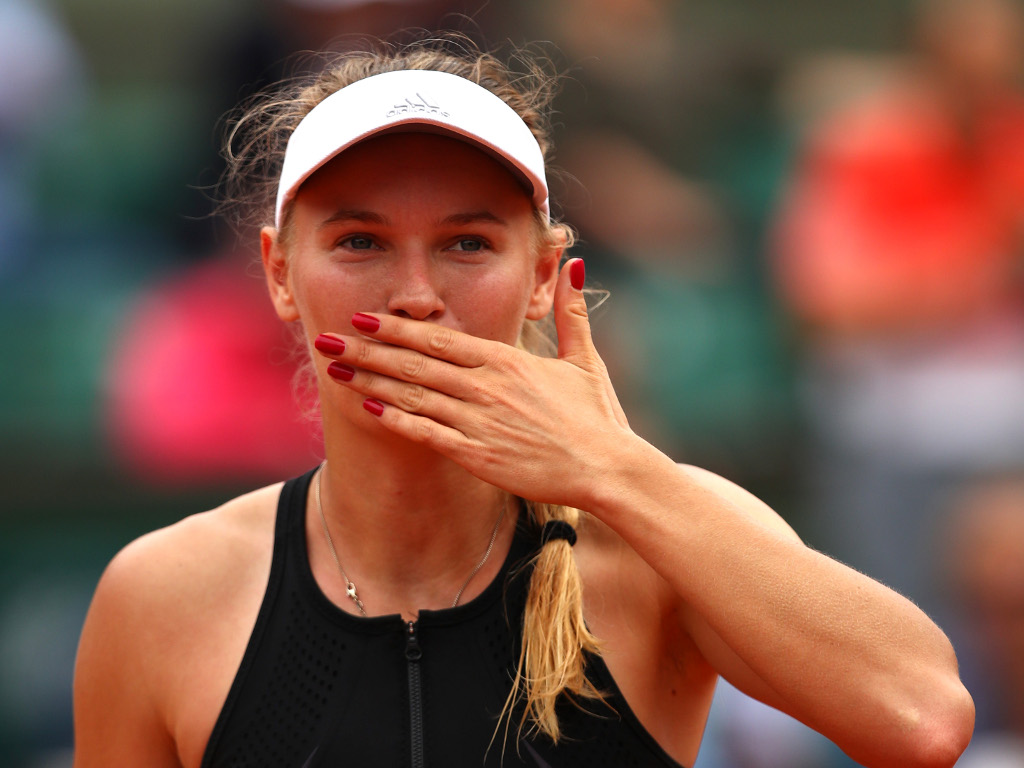 Caroline-Wozniacki blowing kisses