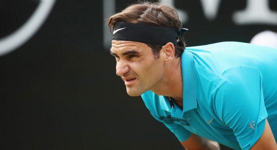 Roger Federer waits