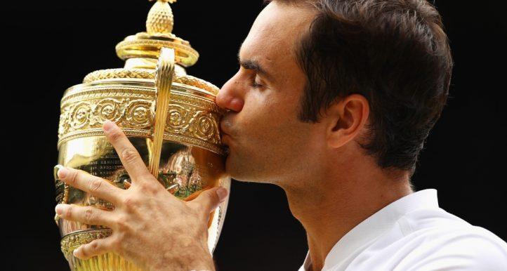 Roger Federer kisses Wimbledon trophy
