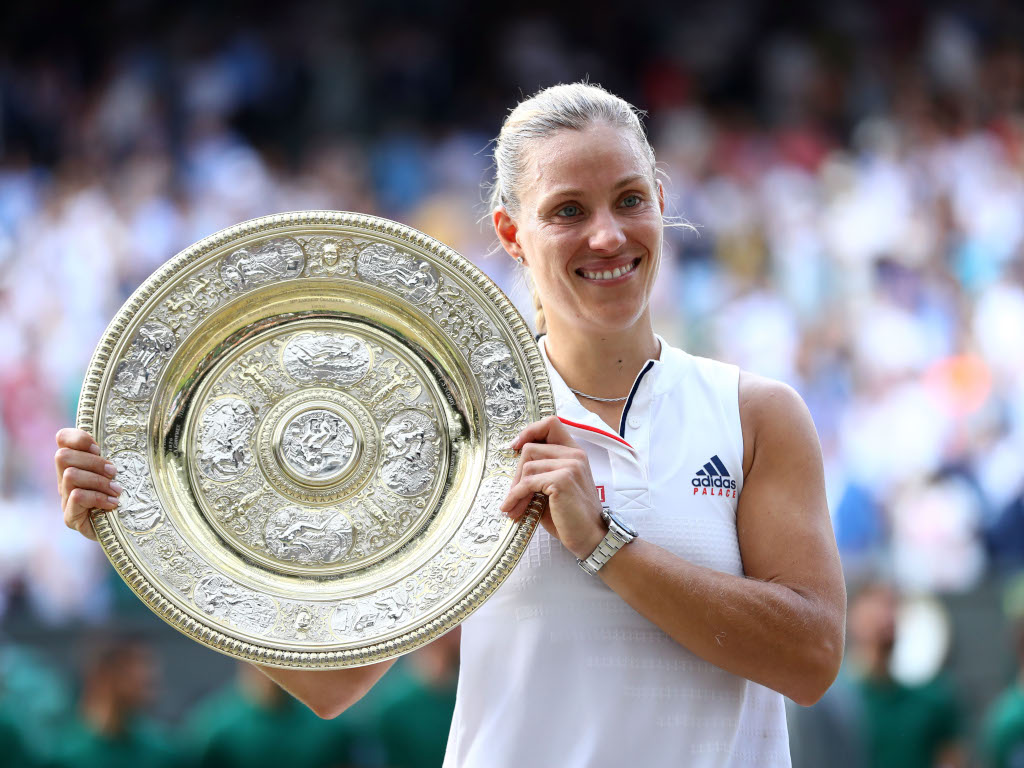 Angelique Kerber with Wimbledon trophy