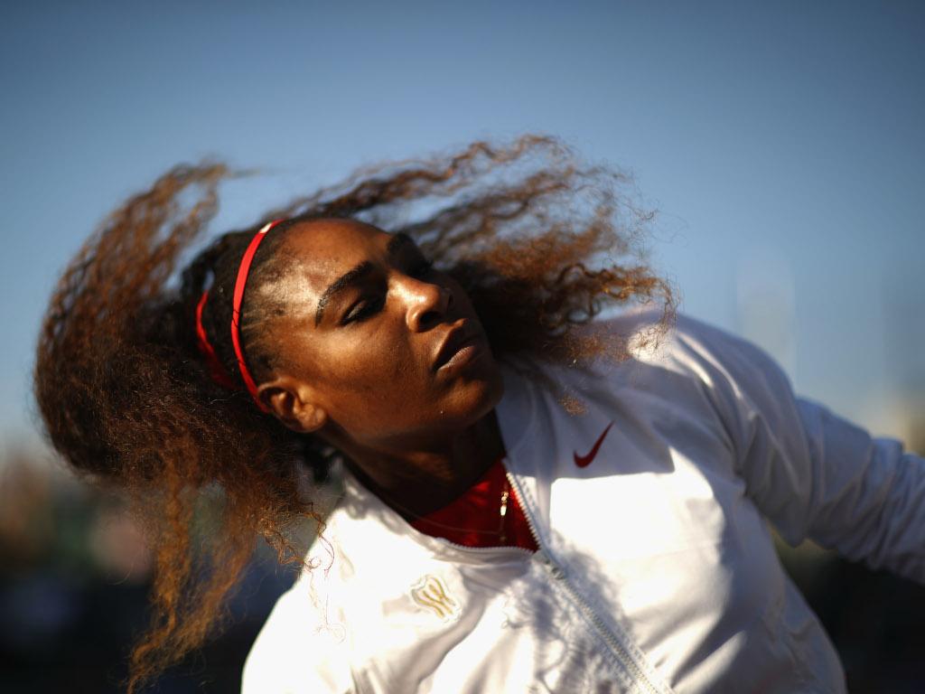 Serena Williams warming up