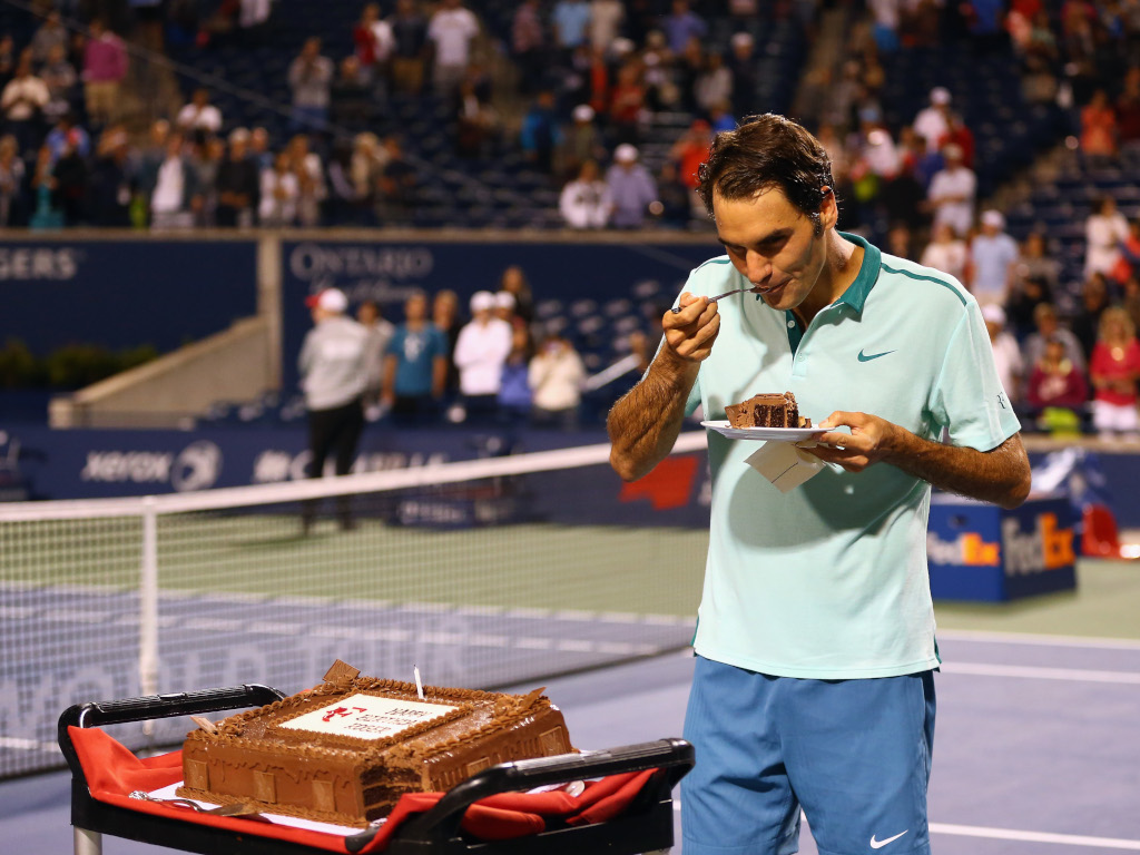 Roger Federer eating cake