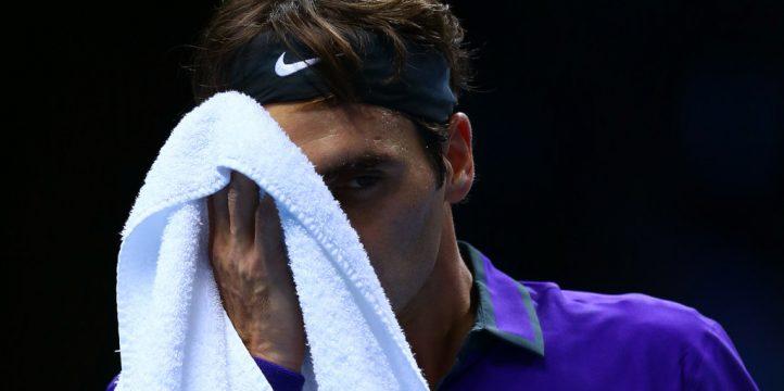 Roger Federer wipes his face