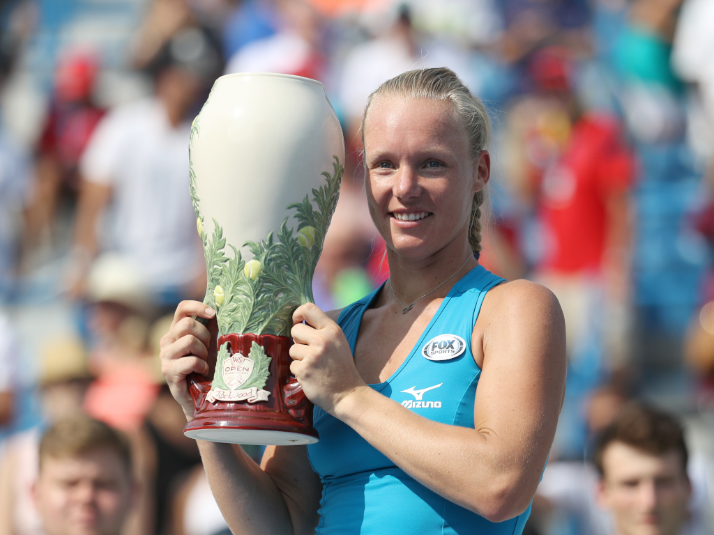 Kiki Bertens with Cincinnati Masters trophy