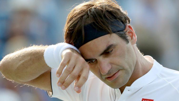 Roger Federer despondent