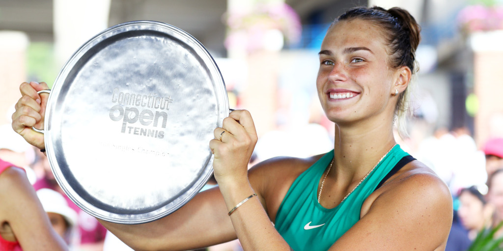 Aryna Sabalenka with Connecticut Open trophy