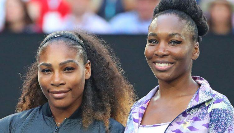 Serena Williams and Venus Williams posing
