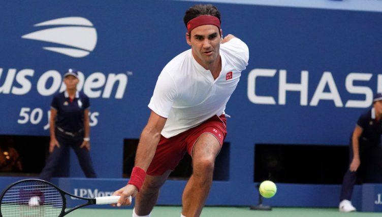 Roger Federer stooping