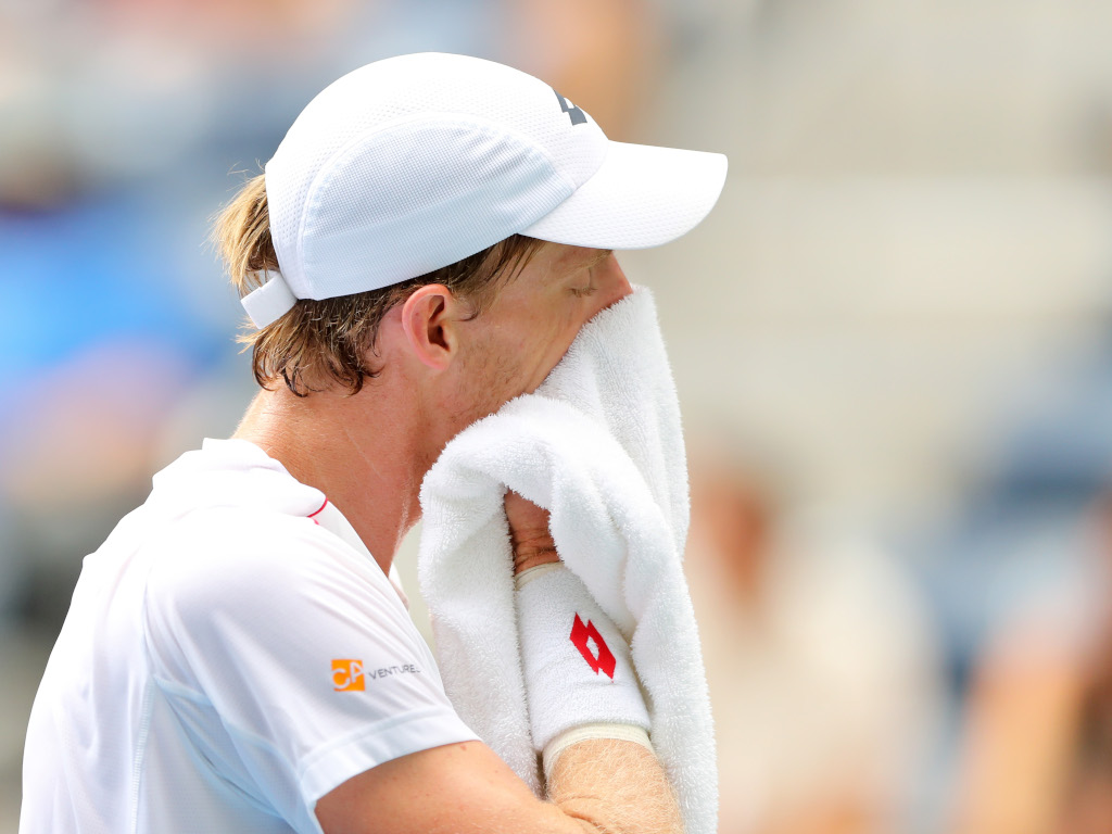 Kevin Anderson wiping his face