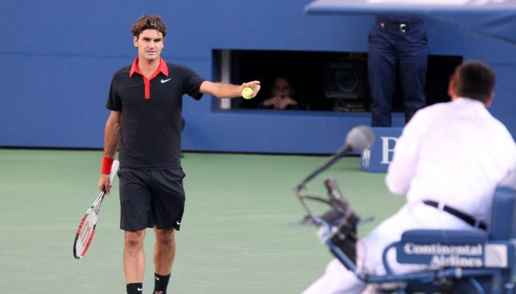 Roger Federer argues with chair umpire