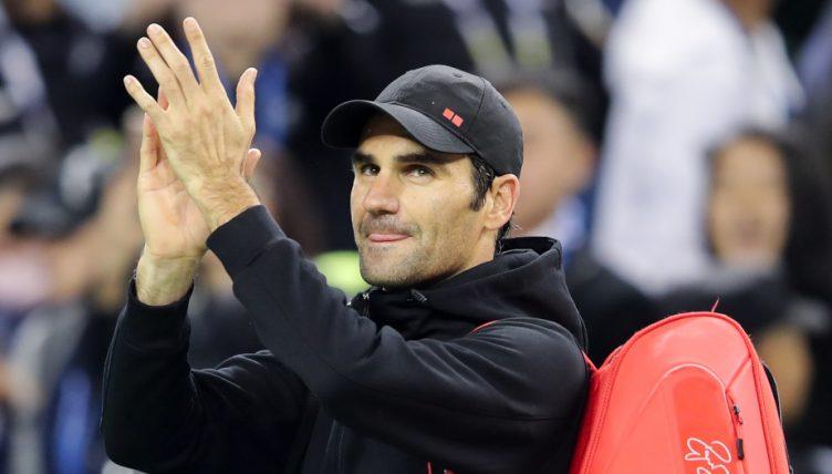 Roger Federer salutes fans