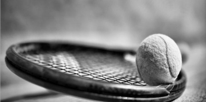 Tennis-racket-with-balls-wallart-on-canvas