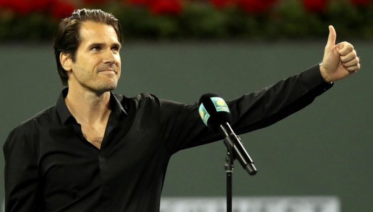 Tommy Haas giving the thumbs up