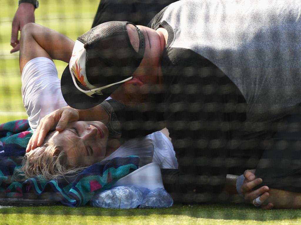 Bethanie Mattek-Sands injured at Wimbleodn 2017