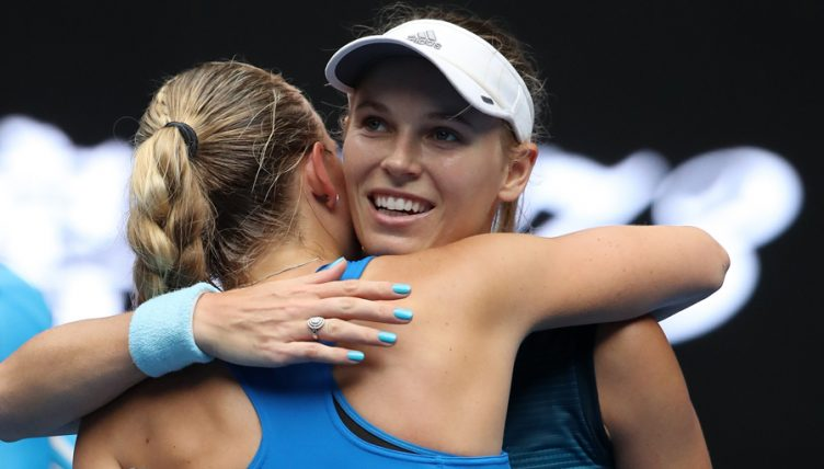 Caroline Wozniacki advances at Australian Open