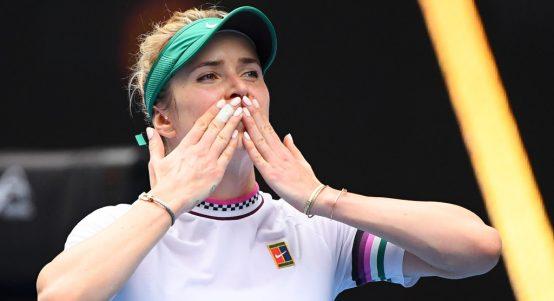 Elina Svitolina blowing kisses