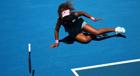 Naomi Osaka falling over