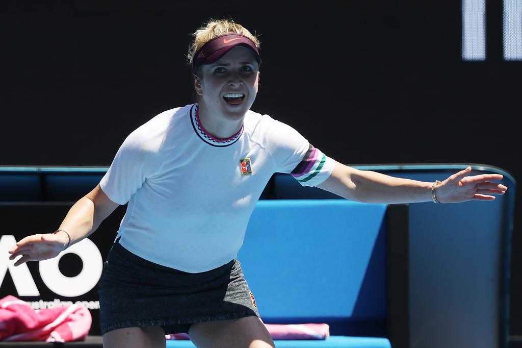 Elina Svitolina signs