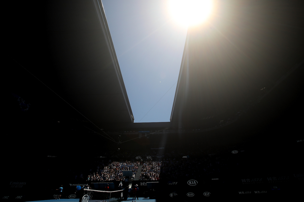 Australian Open roof closing