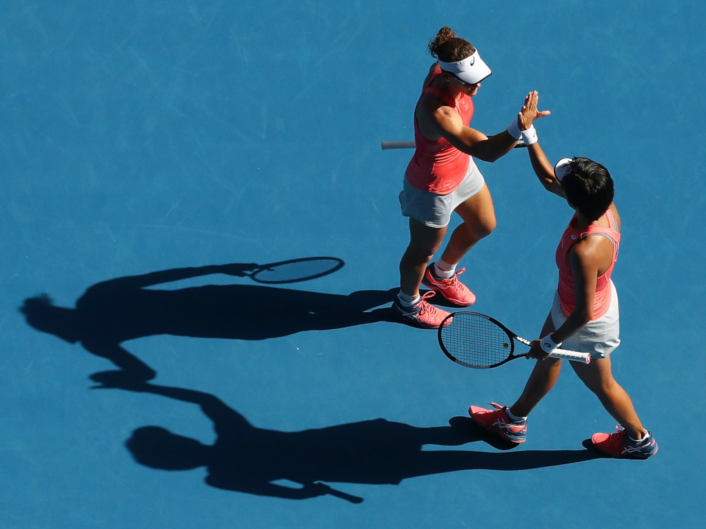 Sam Stosur and Shuai Zhang in action