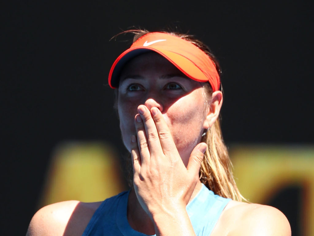 Maria Sharapova blowing kisses