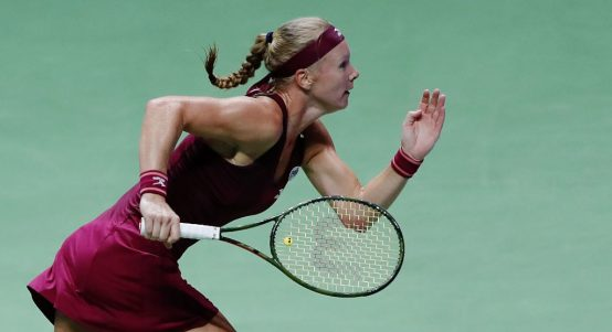 Kiki Bertens on the run