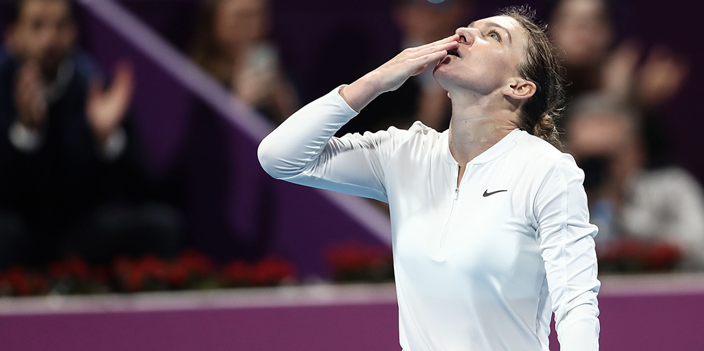 Simona Halep looks to sky