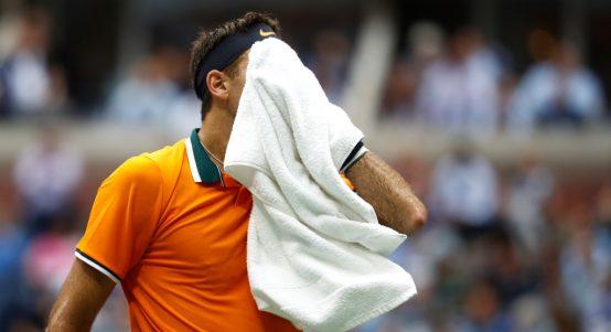 Juan Martin del Potro wiping his face