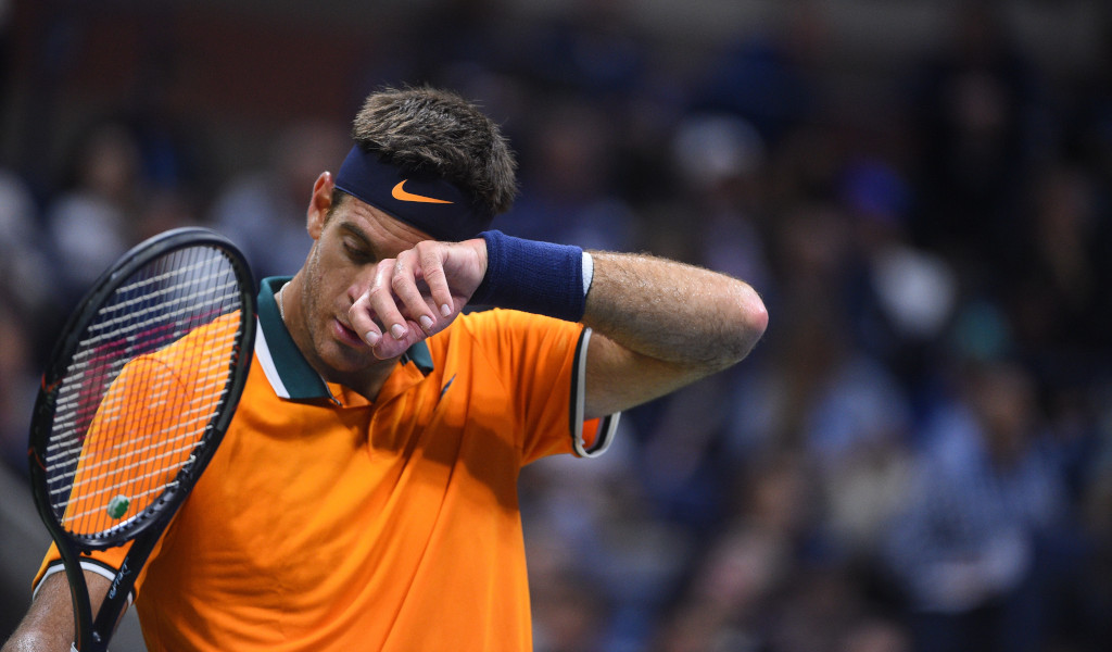 Juan Martin del Potro wipes his face