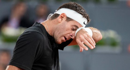 Juan Martin del Potro wiping his face from PA