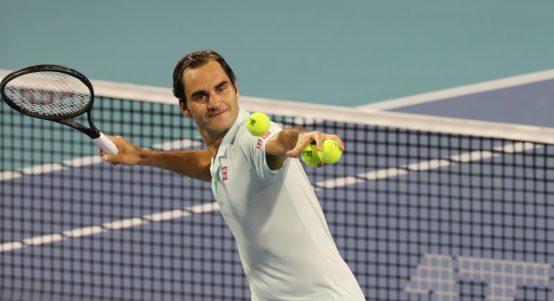 Roger Federer hitting balls