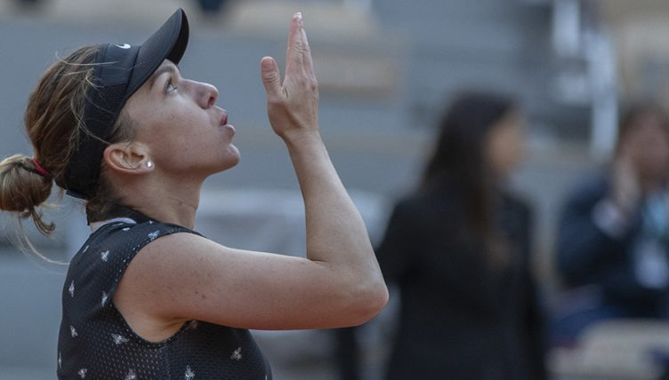 Simona Halep blows kiss after win PA