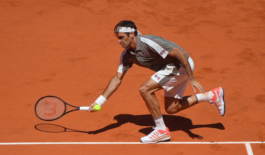 Roger Federer on the move