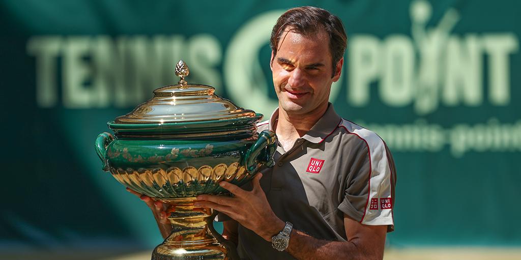 Roger Federer with Halle trophy PA
