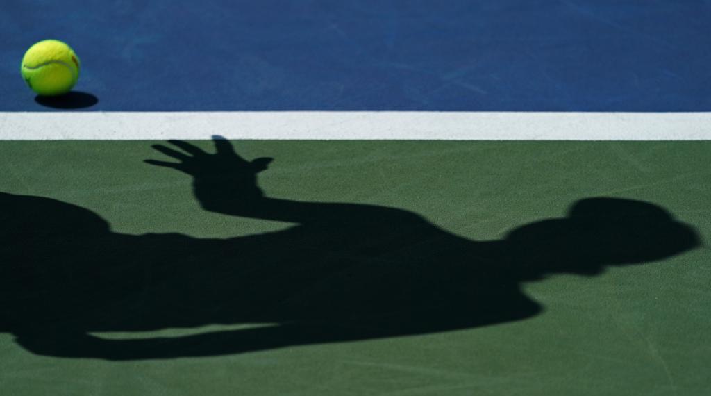 Generic tennis shadow