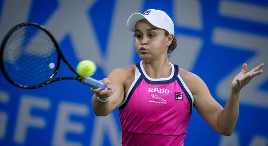 Ashleigh Barty forehand in China