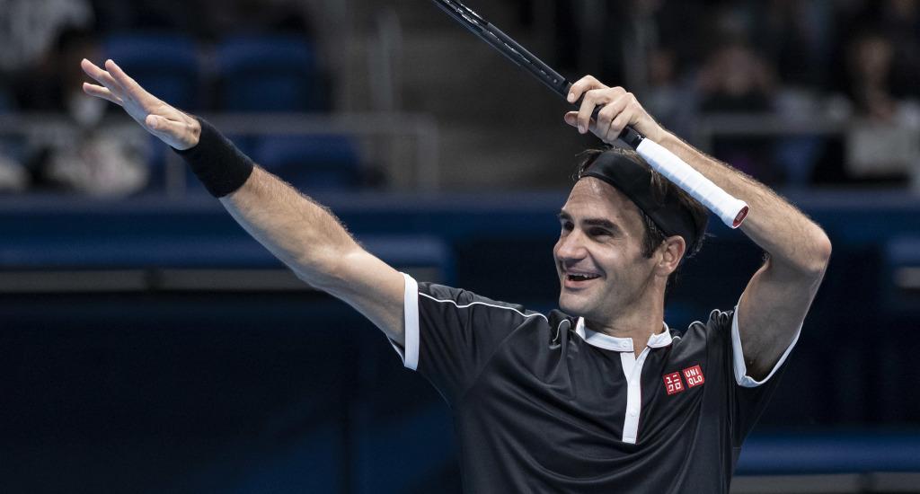 Roger Federer salute
