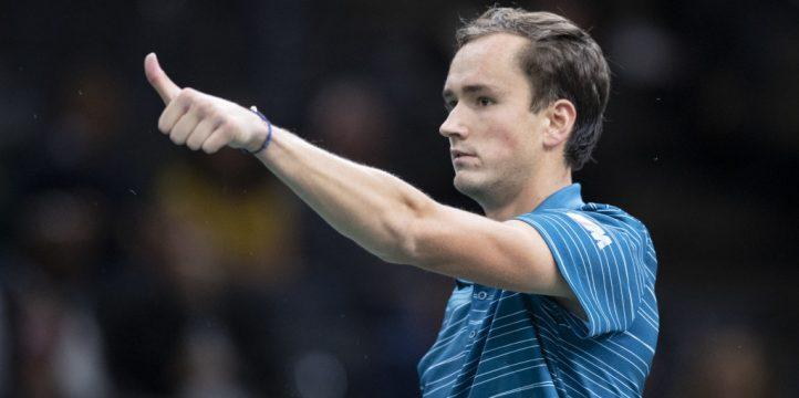 Daniil Medvedev thumbs up