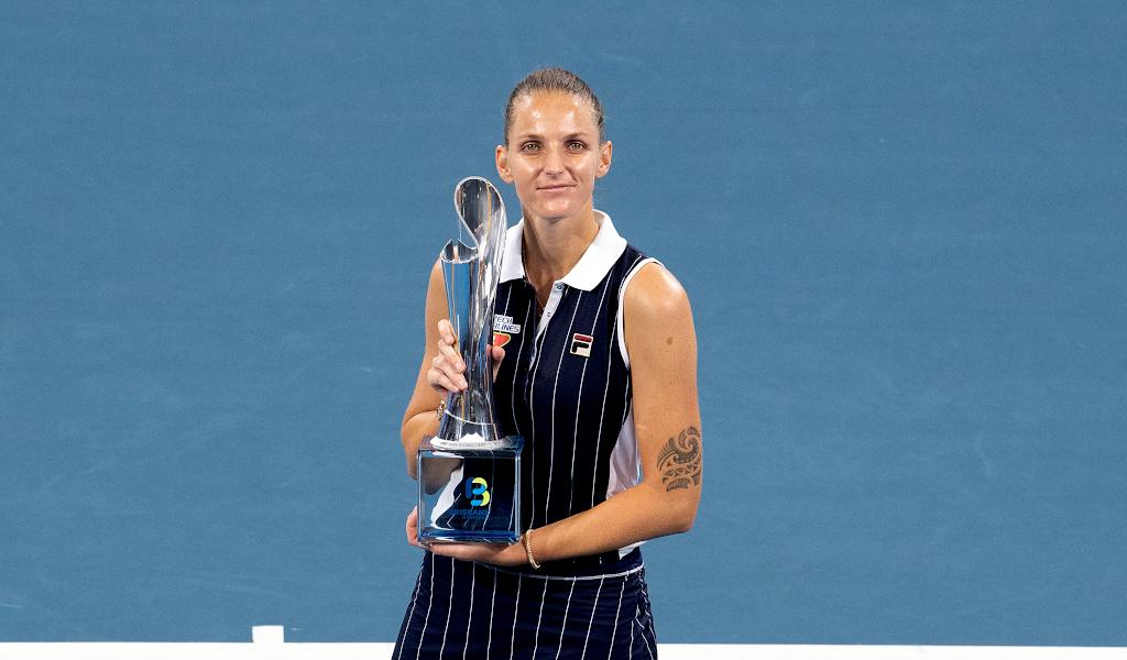 Karolina Pliskova with Brisbane International trophy