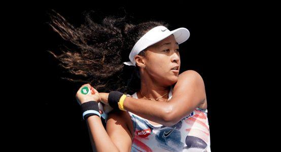 Naomi Osaka swinging