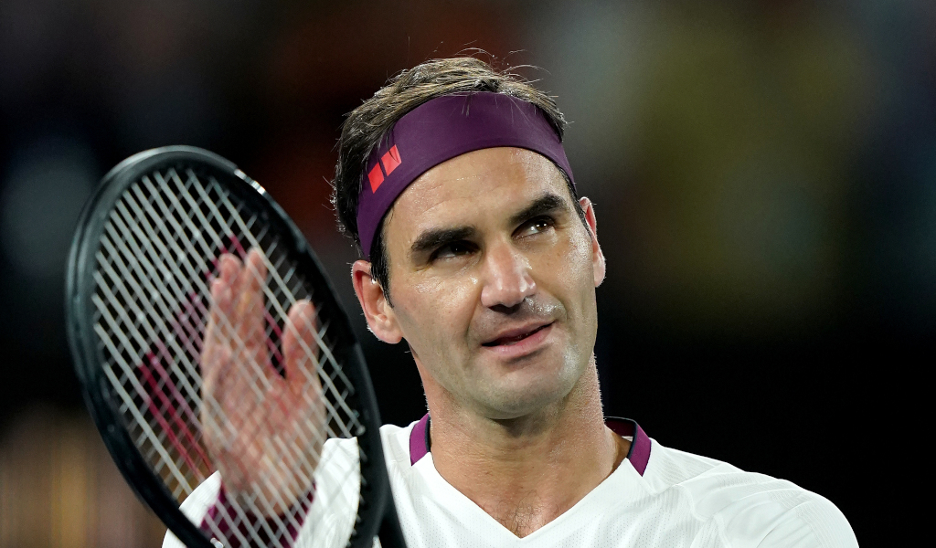 Roger Federer applauding