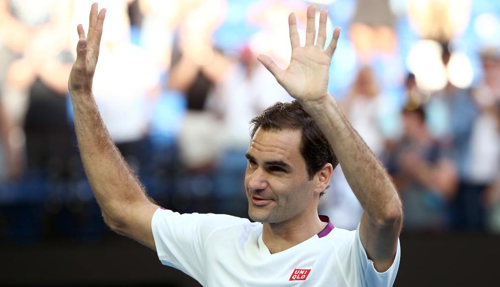 Roger Federer applauds the crowd