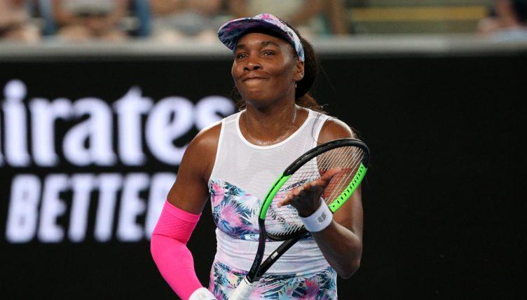 Venus Williams applauding
