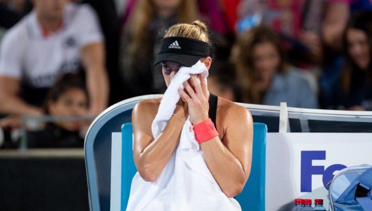 Angelique Kerber wipes her face