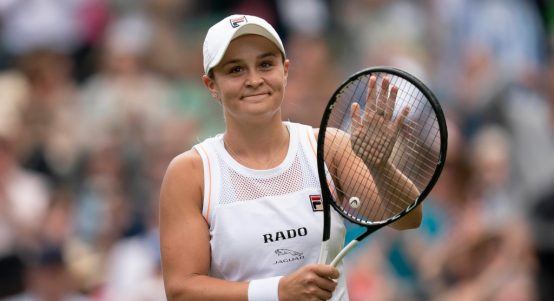 Ashleigh Barty applauding