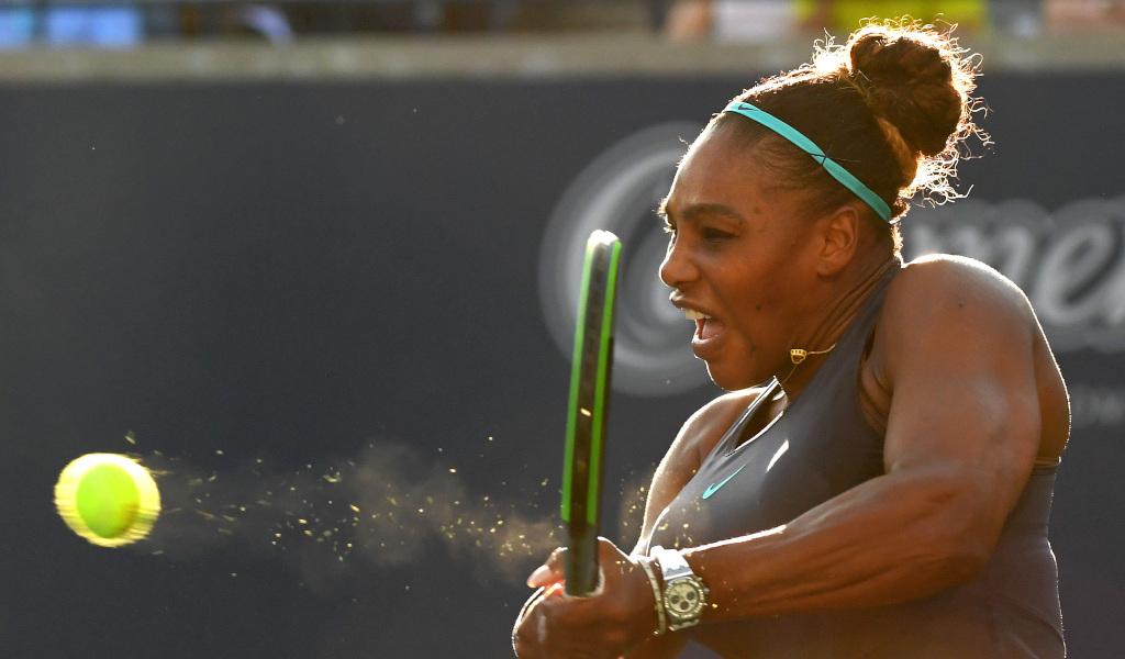 A Serena Williams return