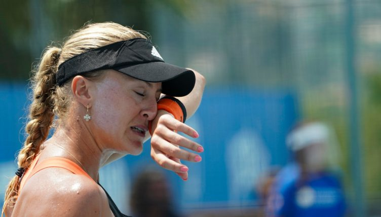 Kristina Mladenovic feeling the heat