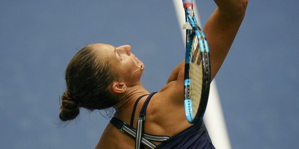 Karolina Pliskova serving